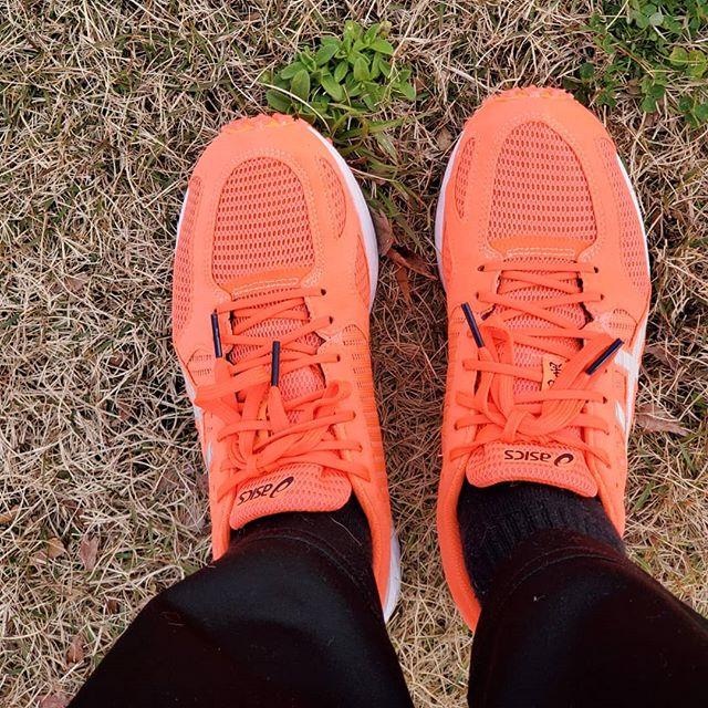 柳川マラソン用Newシューズ初心者なのに練習するから中級者用がほしいと主張して購入。底が薄くて軽くて走りやすい!赤くてかっこいいなぁ~とお気に入りです️